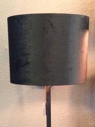 GOLVLAMPA MED LAMPSKÄRM